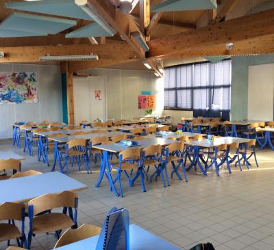 Un restaurant scolaire sur place.